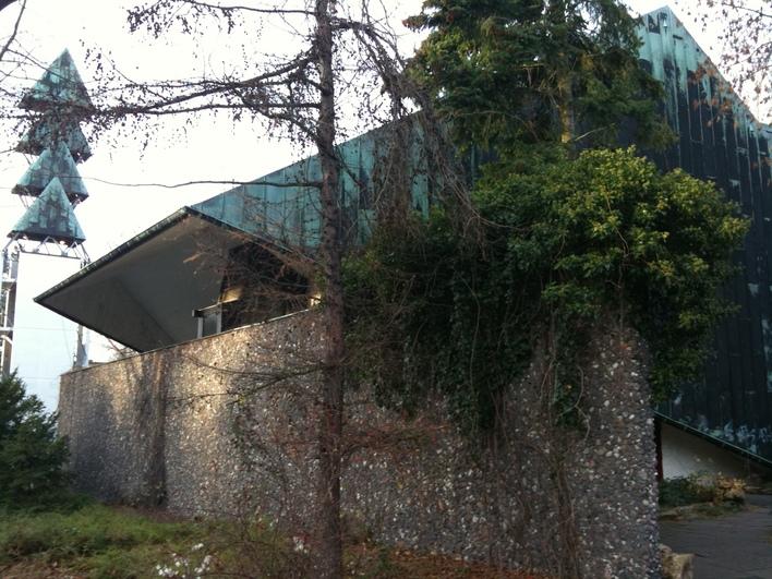 Kirchengebäude der Ev. Kirchengemeinde Neu-Westend