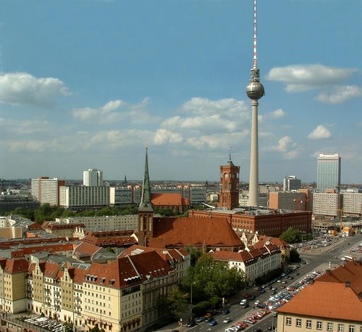 Die Nikolaikirche ist Berlins älteste Kirche und zentral gelegen im nach ihr benannten Berliner Nikolaiviertel in Berlin-Mitte.