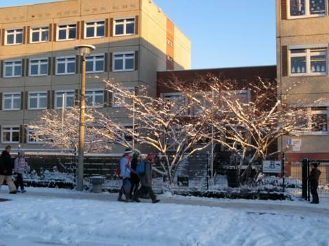 Bücherwurm-Schule am Weiher