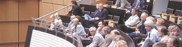 Besucher des Abgeordnetenhauses von Berlin auf der Besuchertribüne