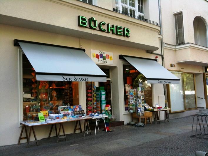 """Buchhandlung """"Der Divan"""" in der Reichsstraße in Westend"""
