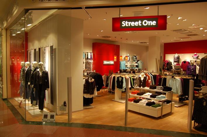 Street One im Einkaufszentrum das Schloss
