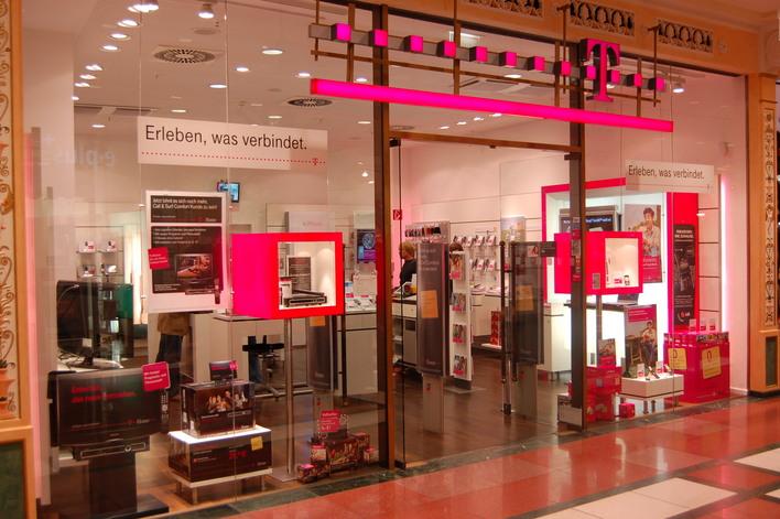 Telekom shop das schloss internet telefon in berlin for Outlet berlin steglitz