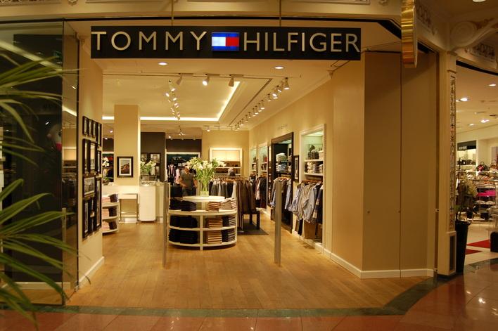Tommy Hilfiger im Einkaufszentrum das Schloss