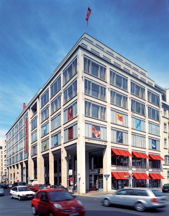 Dussmann das KulturKaufhaus in Berlin-Mitte ist das renommierteste Medienkaufhaus in Deutschland.