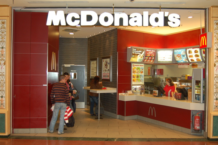 McDonalds im Einkaufszentrum das Schloss
