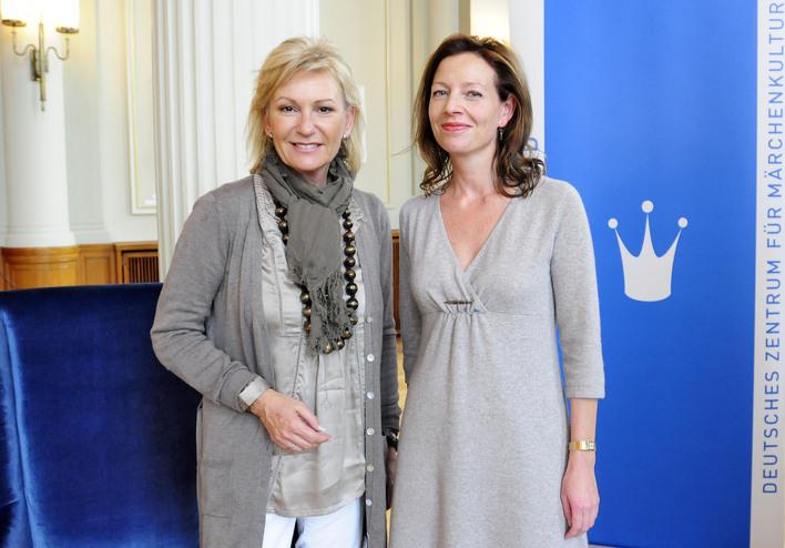 Sabine Christiansen (links) mit Märchenland-Chefin Silke Fischer.