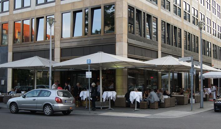 Newton-Bar am Berliner Gendarmenmarkt