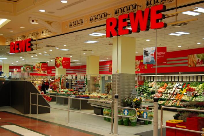 REWE im Einkaufszentrum das Schloss