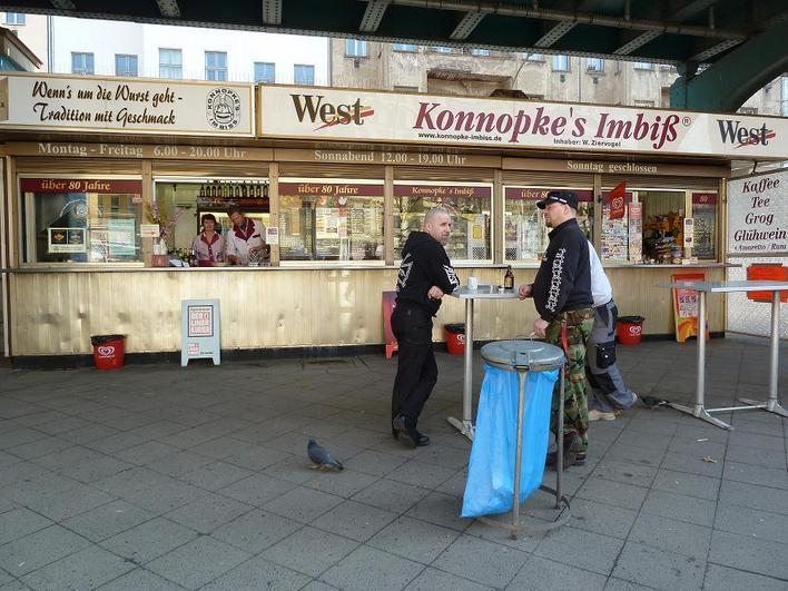 Konnopke's Imbiß am U-Bahnhof Eberswalder Straße der U-Bahnlinie 2