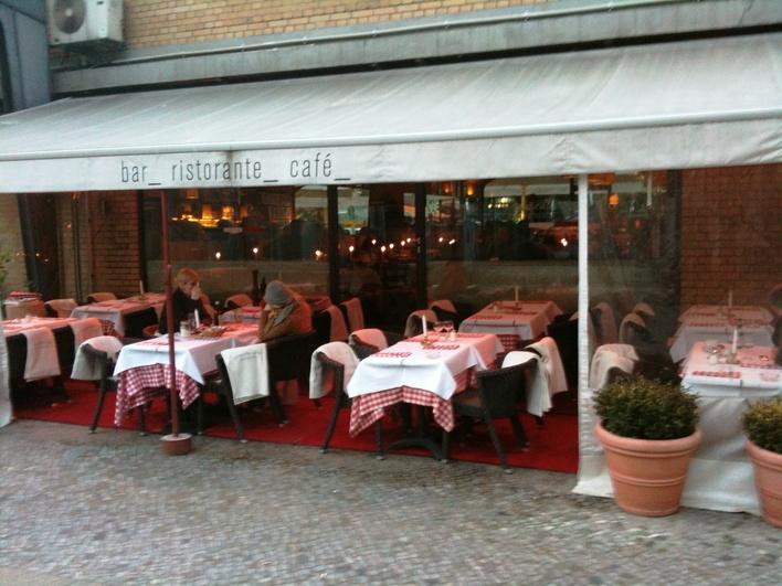 Das Petrocelli am Savignyplatz/ Ecke Grolmanstraße