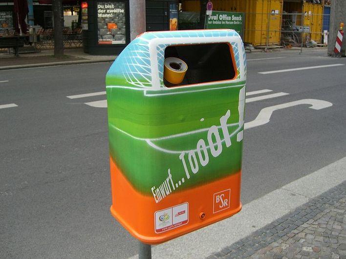 Mülleimer der BSR zur WM 2006