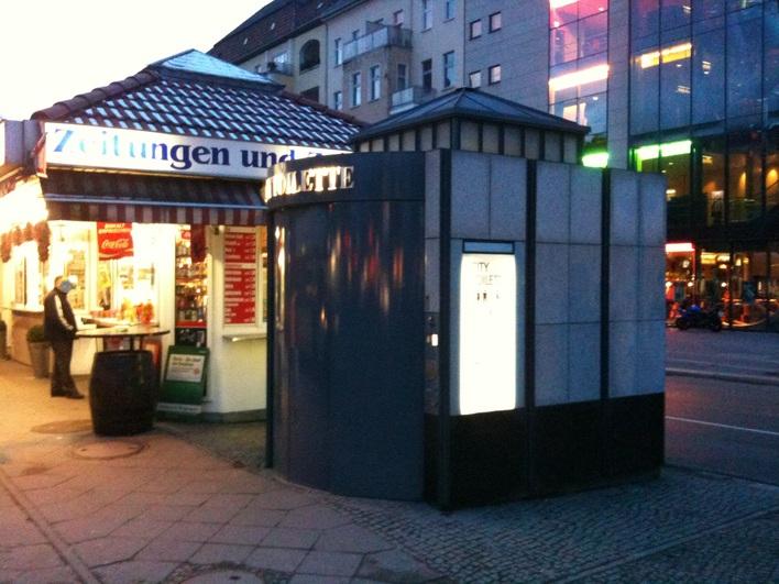 City Toilette an der Müllerstraße Ecke Seestraße