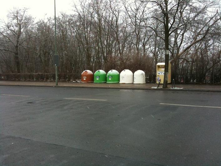 Altglascontainer in der Olympischen Straße