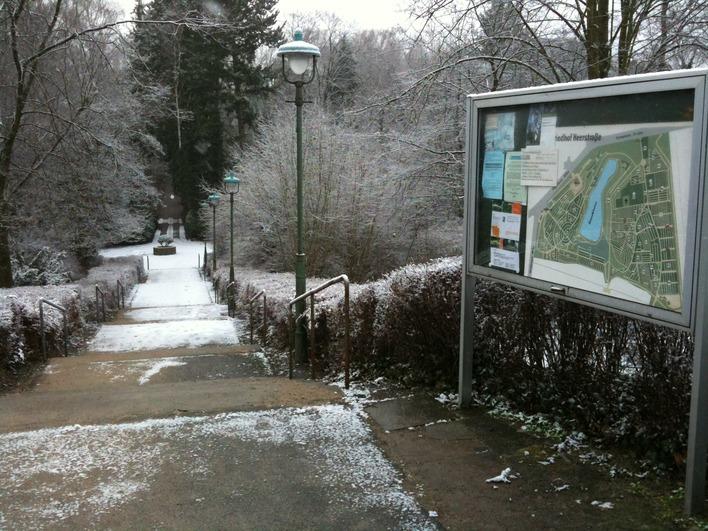 Waldfriedhof Heerstraße - Eingang Olympische Straße