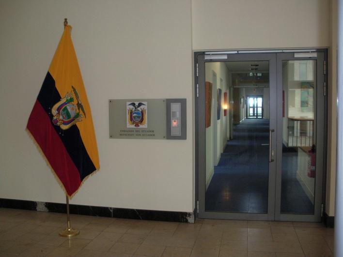 Die Botschaft der Republik Ecuador in Berlin befindet sich in unmittelbarer Nähe zum Kurfürstendamm im 10.Stock des Allianz-Gebäudes in der Joachimsthaler Straße