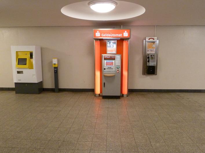 Geldautomat Berliner Sparkasse im U-Bhf. Kurfürstendamm