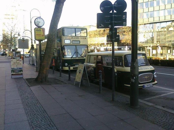 Die Berlin City Tour hält auch an der Tauentzienstraße 16 / Europa-Center.