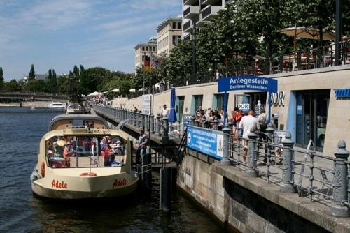 Erleben Sie eine Schifffahrt mit einem Berliner Wassertaxi!