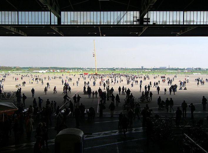 Öffnung des Tempelhofer Parks im Mai 2010