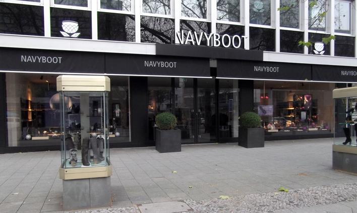 Navyboot am Kurfürstendamm