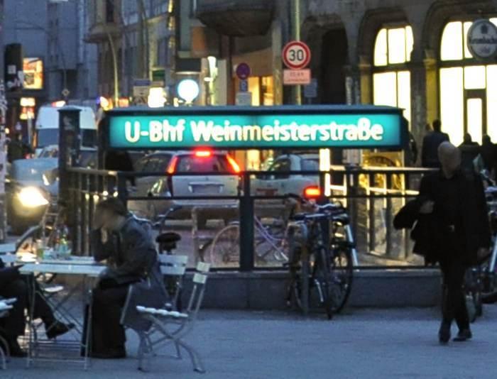 U-Bahnhof Weinmeisterstraße (U8)