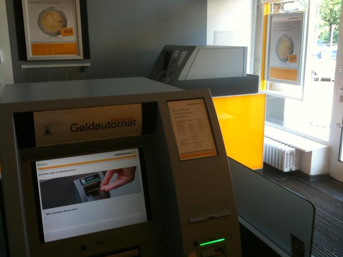 Geldautomat der Commerzbank am Sophie-Charlotte-Platz