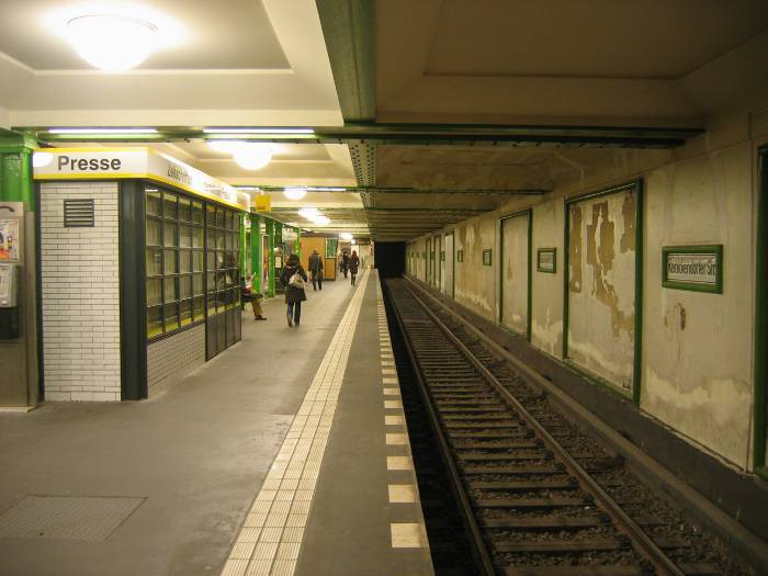 U-Bahnhof Reinickendorfer Straße (U6)