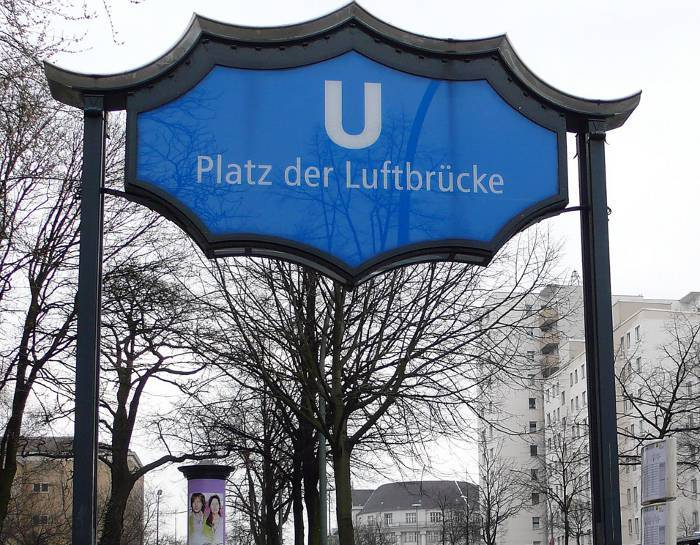 U-Bahnhof Platz der Luftbrücke (U6)