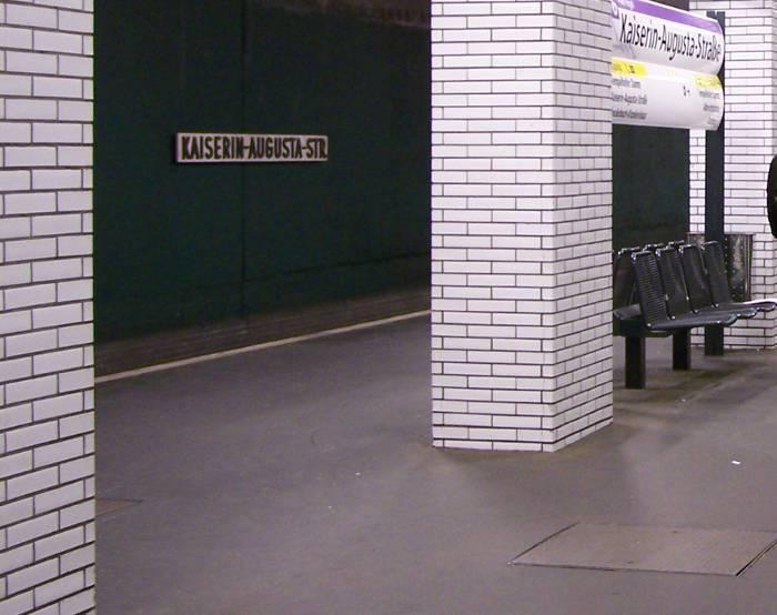 U-Bahnhof Kaiserin-Augusta-Straße (U6)