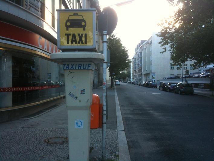 Taxirufsäule Schillerstraße Ecke Hardenbergstraße