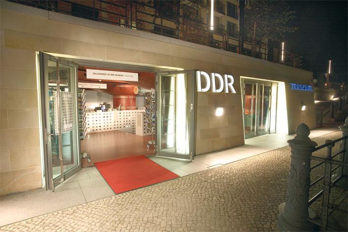 Das DDR Museum bei Nacht
