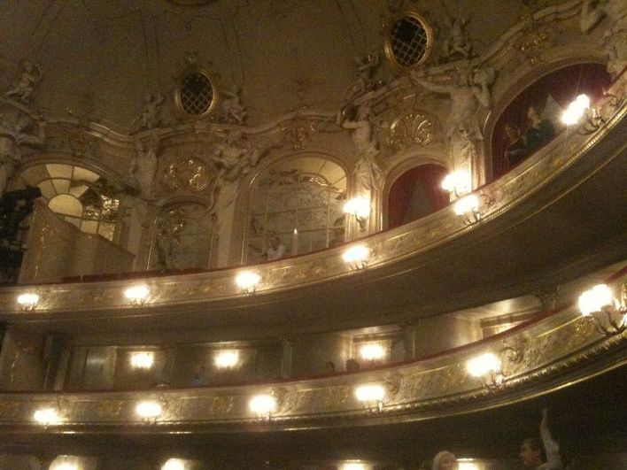 Wundervolles Ambiente in dem kleinen Opernhaus: Die Komische Oper in Berlin.