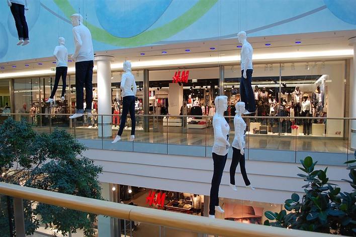 H&M in den Spandau Arcaden auf zwei Etagen