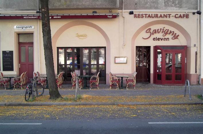 savigny eleven restaurant caf internationale k che in berlin charlottenburg kauperts. Black Bedroom Furniture Sets. Home Design Ideas