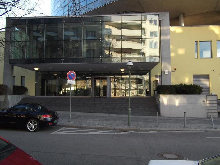 Medianess Electronics GmbH - Verwaltung