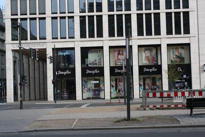Douglas - Unter den Linden