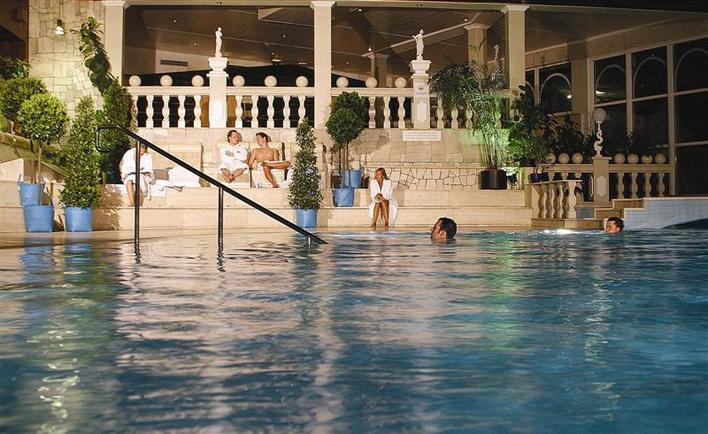 Pool (innen)