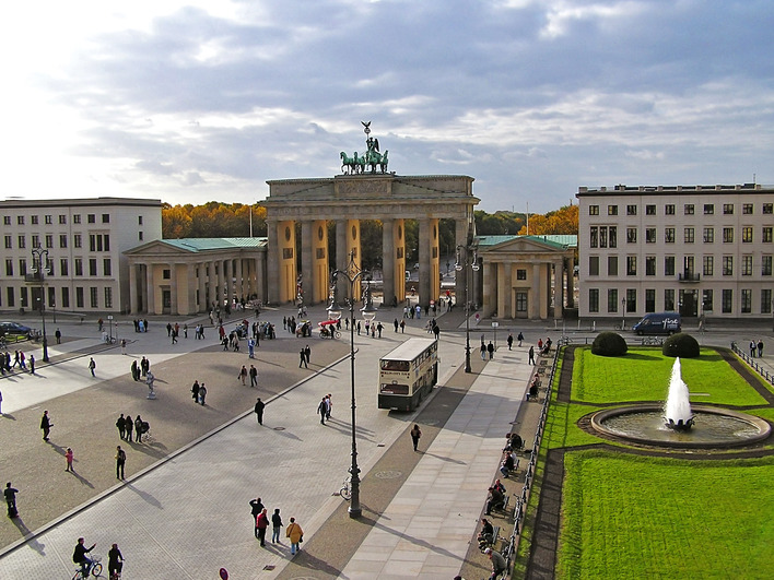 pariser platz 1 8 in berlin kauperts. Black Bedroom Furniture Sets. Home Design Ideas